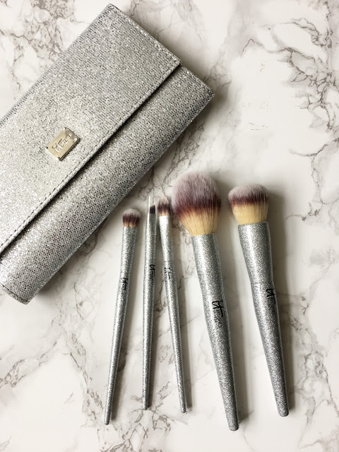 Holiday Gifts for the makeup lover (IT Cosmetics Brush Set