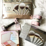 Holiday Gifts for the makeup lover (IT Cosmetics Brush Set Review)