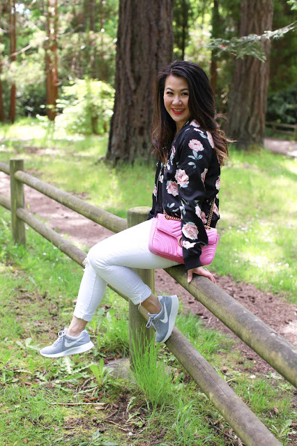 Sneakers Style: Bomber Jacket and Nike Sneakers