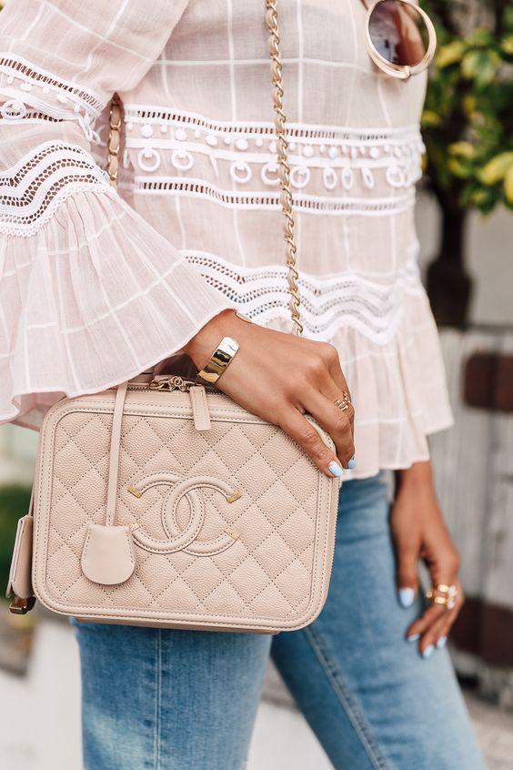 b531a47de01 Chanel Vanity Case Review